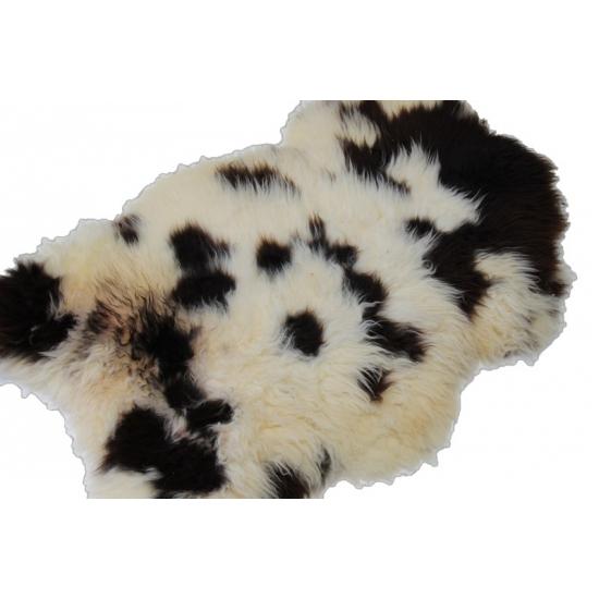 Wit met zwarte schapenvacht